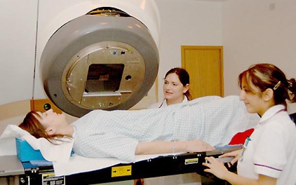 điều trị ung thư bằng xạ trị