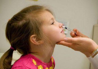 Cách rửa mũi cho bé bằng xilanh được các bác sĩ khuyến cáo rằng rất ngurửa mũi cho bé bằng xilanh